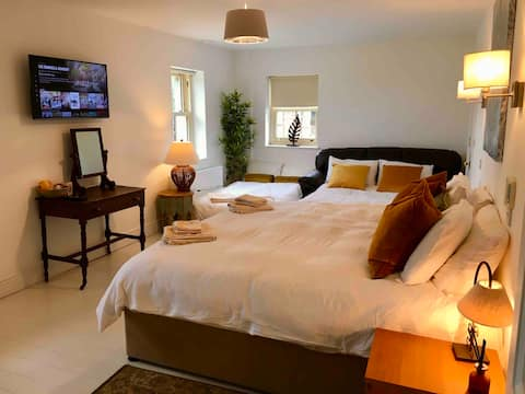 Luxury Room (1-5 people) Brittas Bay Beach