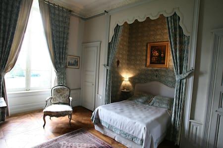 Chambre raffinées au château - LXVI - Sens-Beaujeu - Kastil