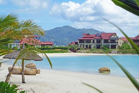 EDEN ISLAND - at the beach with private access - Appartement