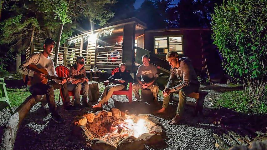 Mountain Hollow - Rustic Cabin - Franklin - Srub