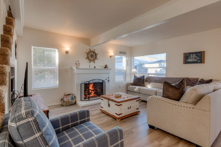 Charming 4 Bedroom Ocean View Home- Close to Seaside Beach