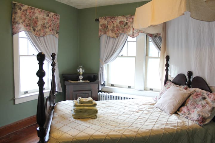 Private Guest Room in Historic Town - Strasburg - Huis