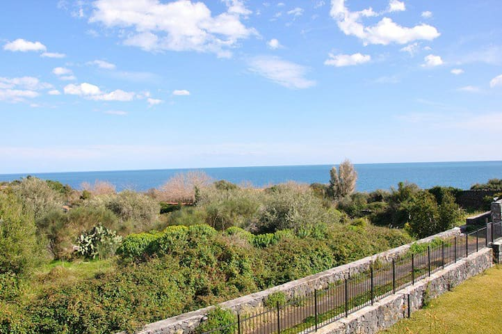Relax among green, sea and pool - Acireale - Apartment