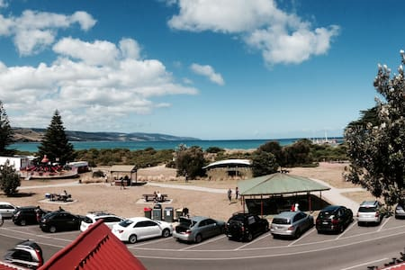 Stunning Apart Seconds from Beach - Apollo Bay