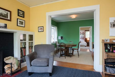 Colorful one bedroom apartment, a classic Craftsman-style house in a quiet neighborhood 2 blocks from urban amenities of Capitol Hill.   Spacious living room, kitchen and dining room and secluded back garden.  Private, but shared entry with duplex.