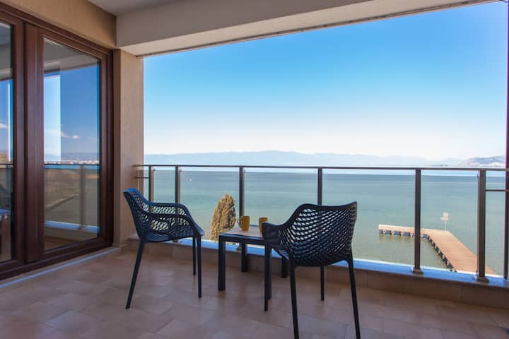 Full Equipped Comfortable Apartment with Lake View