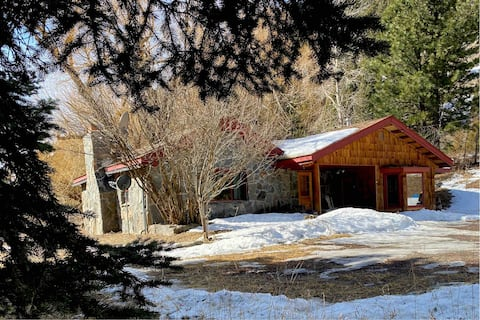 Secluded Gallatin Canyon Cabin w/ 4 bedrooms