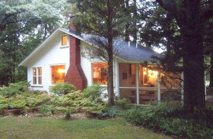 Far Gaze Point- 1931 Family Cottage - Saugatuck - Hus