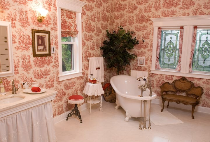 Tin Lizzie Suite-Suite-Private Bathroom