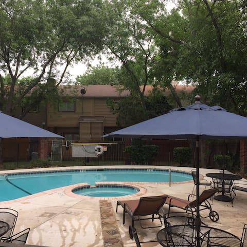 Cozychalet Amarillo 3bed3pool/hotub - San Antonio - Apartamento