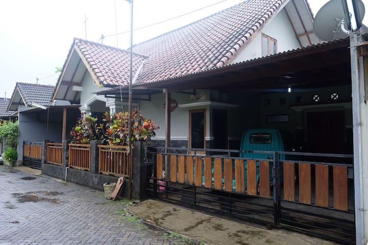 Pratama Guesthouse Yogyakarta - Kecamatan Sleman - Huis