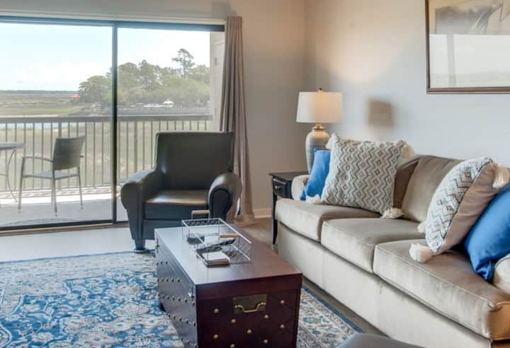 Relax in casual comfort overlooking Broad Creek