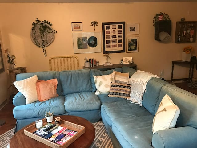 CAPE COD Apartment. 5 mins from BEACH