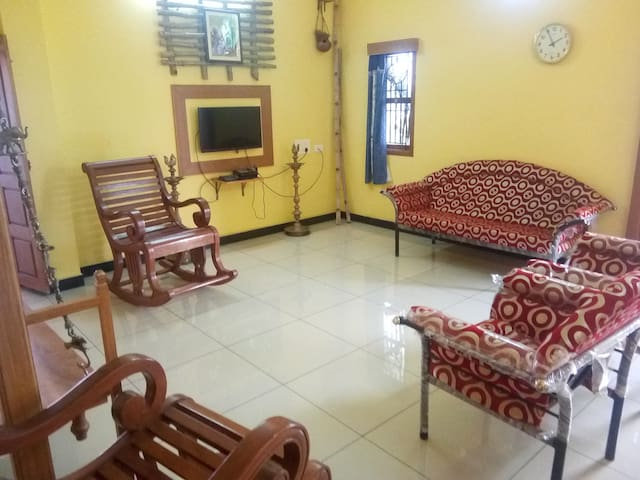 Sudharsan Homes - Upto 9 Guests