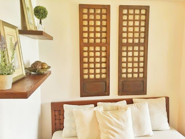 Modern Bahay Kubo w/ Taal view, Wifi & Netflix