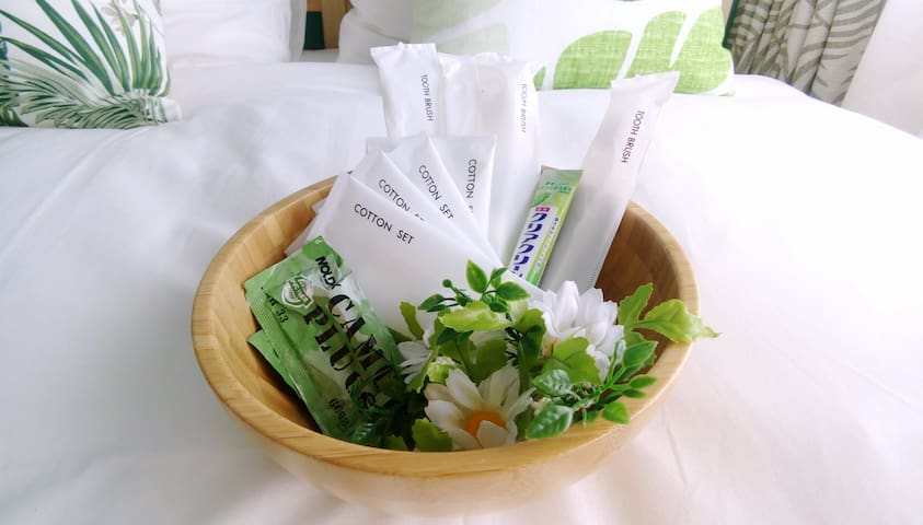 牙膏牙刷组、化妆棉&棉花棒组、耳塞Toothpaste & toothbrush set, cotton pad & cotton swab group, earplugs