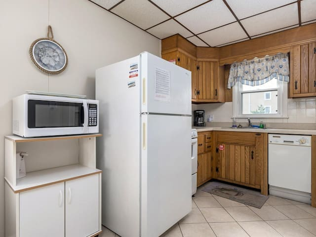 Refrigerator,Oven,Microwave,Indoors,Room