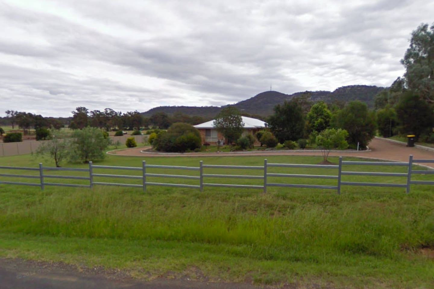 The surrounding area has lots to offer, walks and riding in the local bushland. Sporting fields and shops within walking distance.