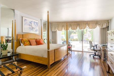 Pacific Sunset King Suite - Hus