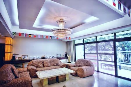 白云山下珠江岸 繁华城里翠绿洲 广州花城欢迎您 - Guangzhou, - House