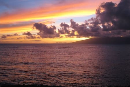ON THE BEACH!   3 Bedrooms - Lahaina