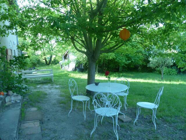 Gîte de Charme avec grand jardin clos