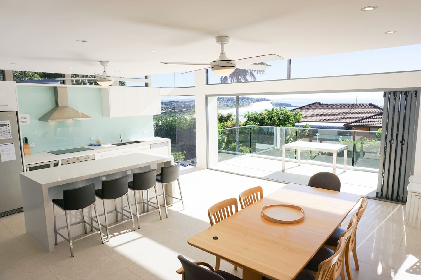 Modern, spacious, bright kitchen and dining