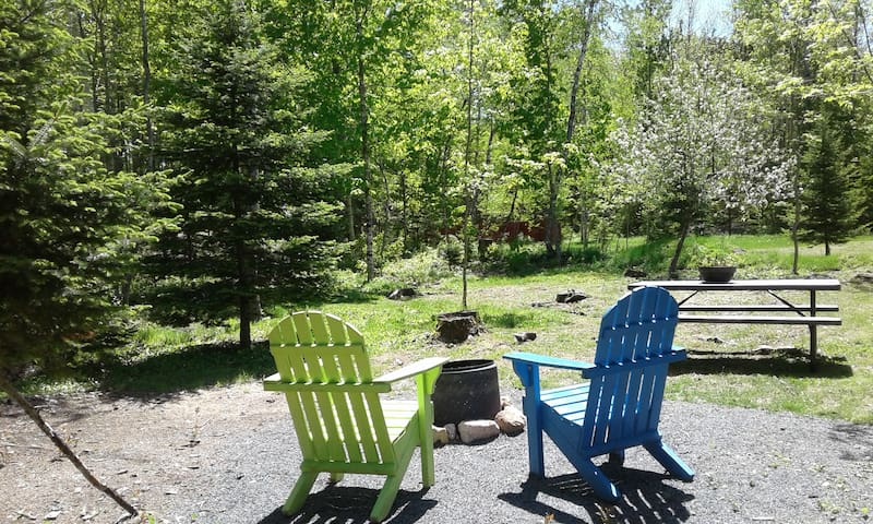 """North Shore """"Ivy Green Stay-Over"""" Vacation Rental"""