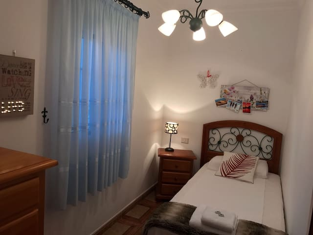 BnB room 3 min next Yumbo with private pool - San Bartolomé de Tirajana - Hus