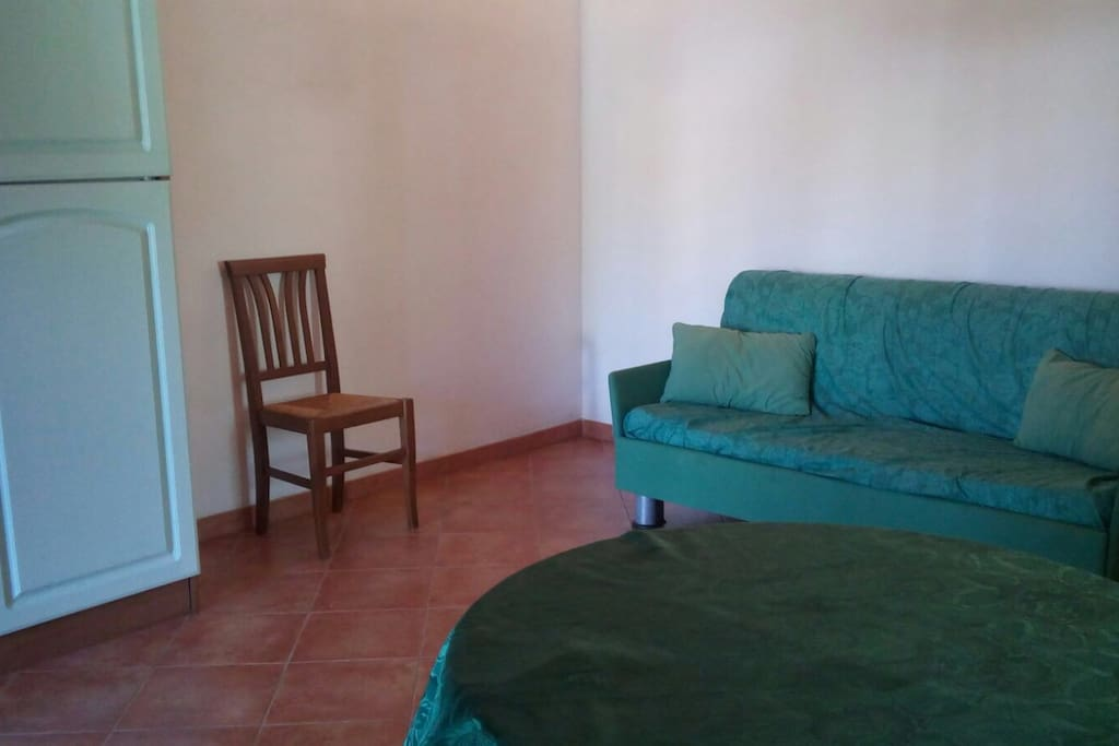 Sala principale con divano letto