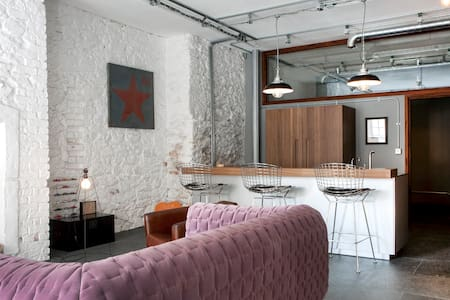 Luxury, waterside, industrial style - Apartemen