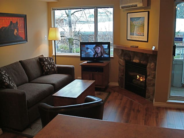 Cozy Whistler Village Studio Condo