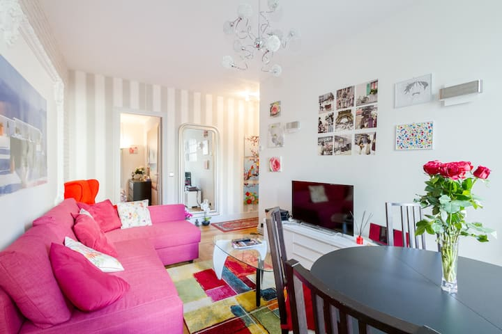 Lovely flat in Paris well situated.