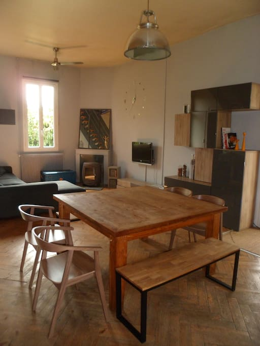 Maison type arcachonnaise houses for rent in le bouscat for Salle a manger translation