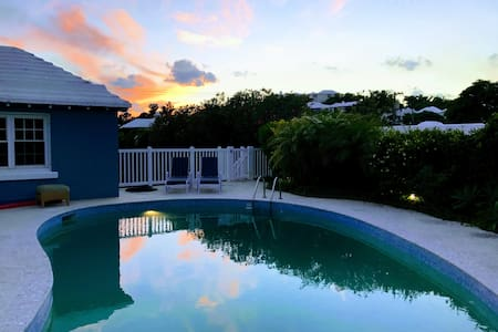 5⭐1 br apt island getaway -pool & twizzy charger