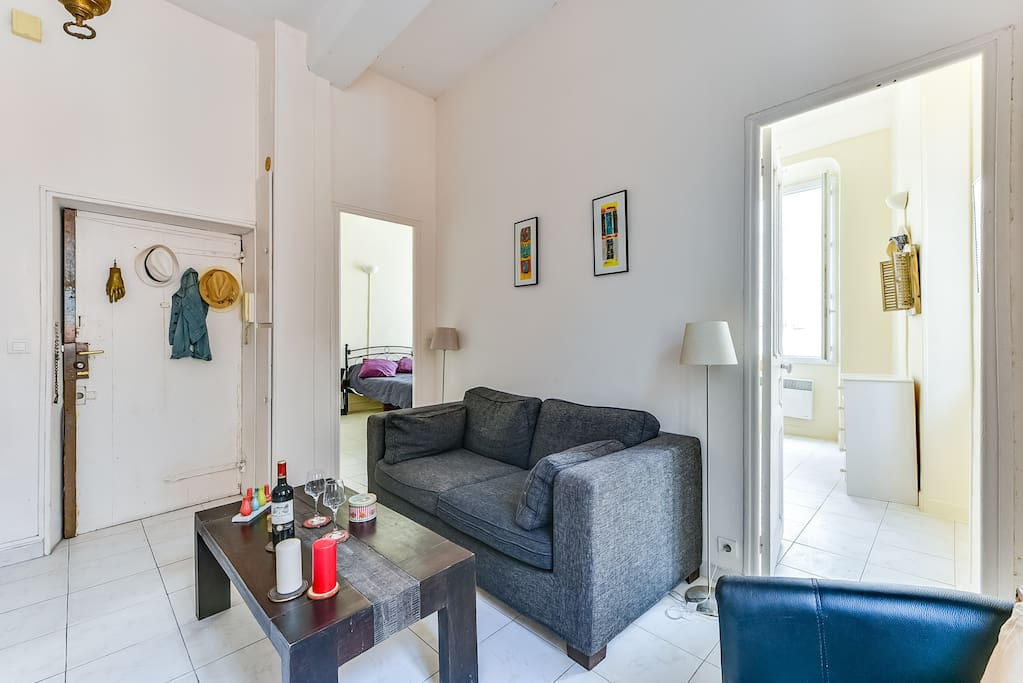 Cosy living room connecting to the two bedrooms