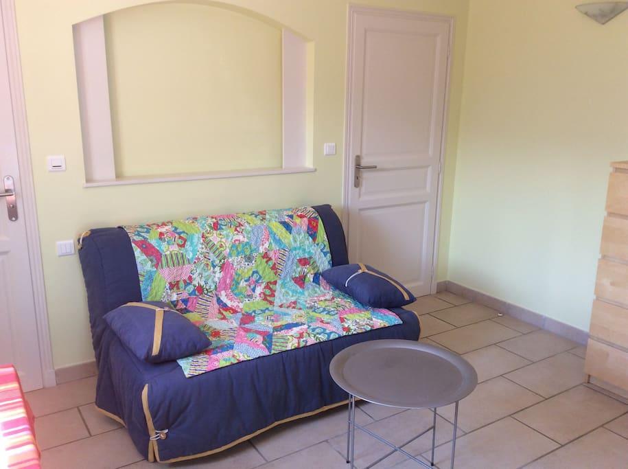 Canapé lit confortable 140/190.