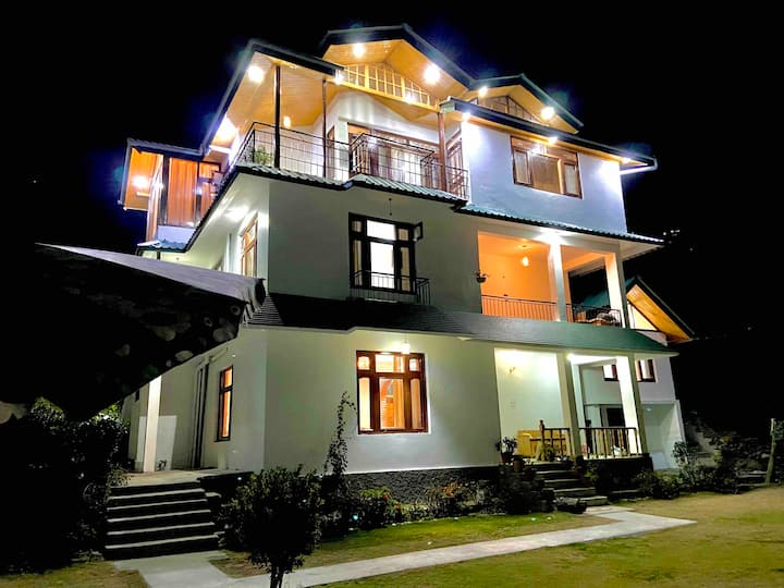 2 Bhk Cottage in Lush Garden close to Beas river.