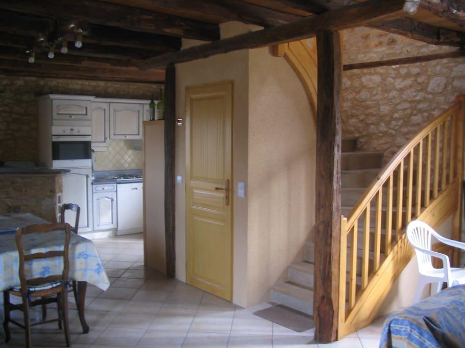 Rez de chaussée: salon + Séjour+ cuisine + WC