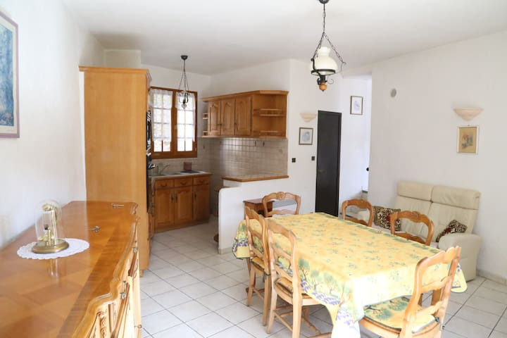 Charming village house - Les Ferres - Hus