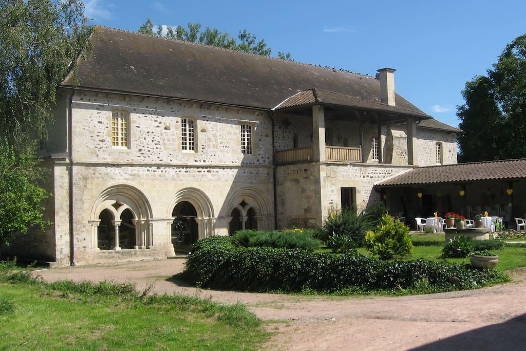 Chambre dans une ancienne abbaye g chambres d 39 h tes for Chambre d hote la ciotat