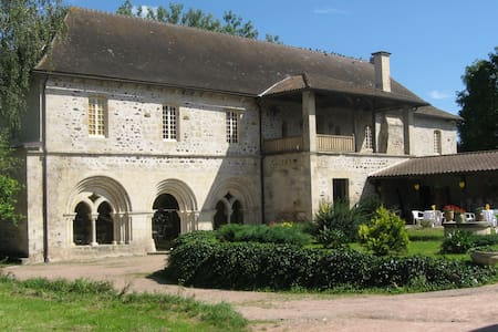 Chambre dans une ancienne abbaye G - Saint-Didier-la-Forêt - 家庭式旅館