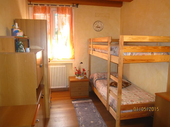 Bedroom with bunk beds near Venice