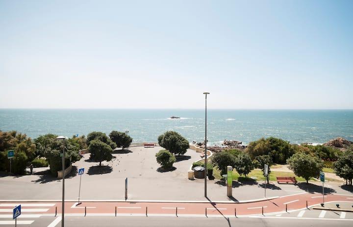 Airy & Modern Beachfront Apartment