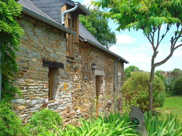 Country Breton cottage for four - Ruffiac - Huis