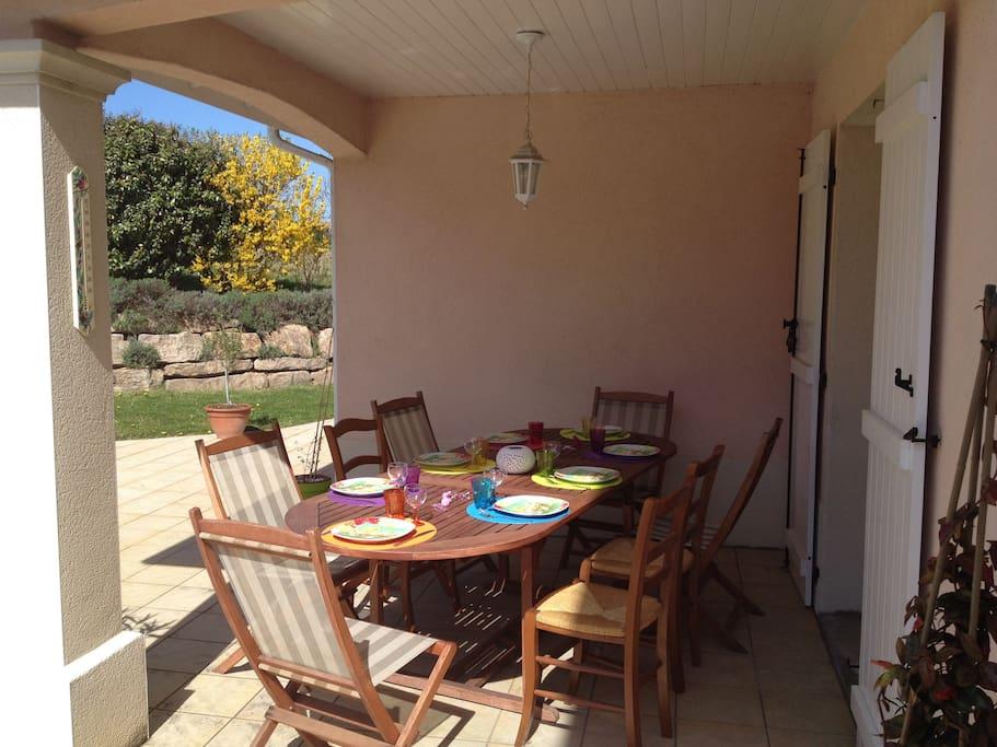 Une terrasse où il fait bon prendre ses repas