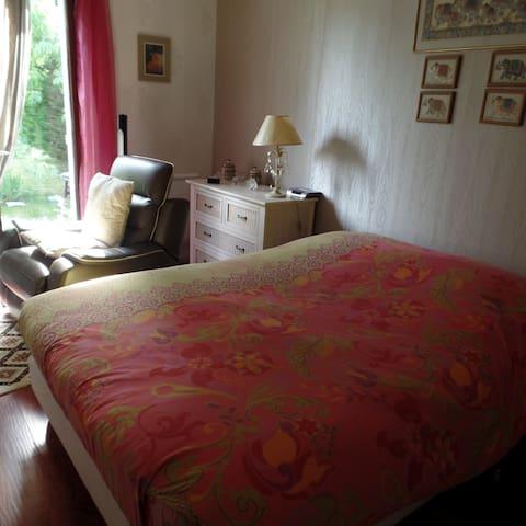 2 bedrooms  5 mns walk from Mâcon Chaintré Pole