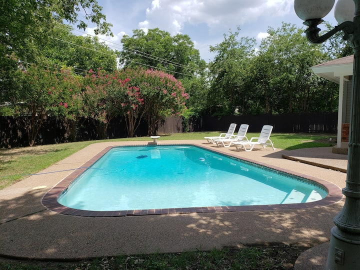 The Red Hen: Staycation! Swimming, Man Cave, Atari