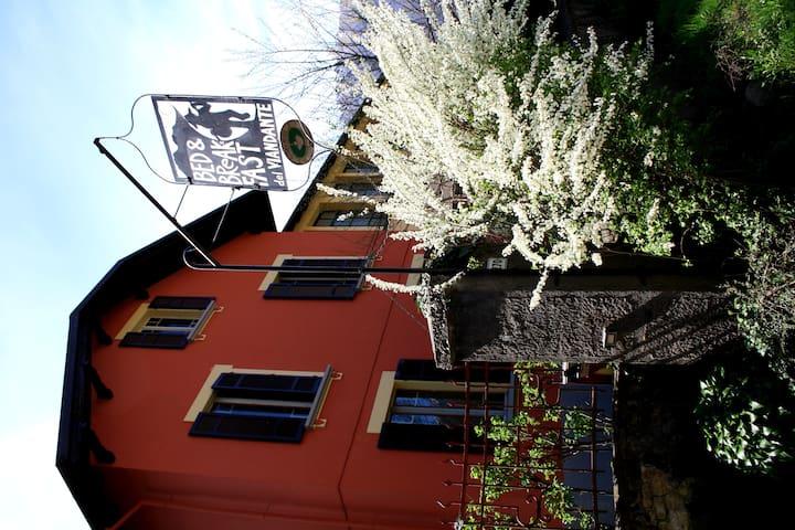Casa indipendente con giardino - Vogogna - B&B