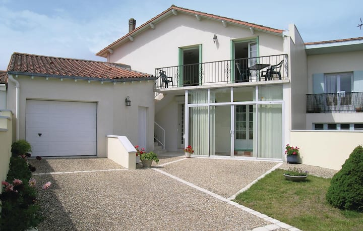 Nice home in Vaux sur Mer with WiFi and 1 Bedrooms